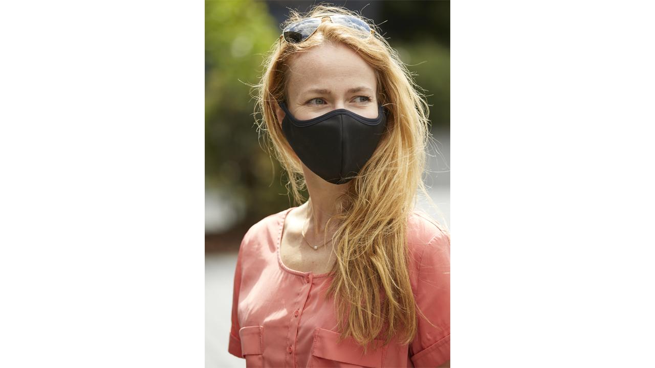 Product afbeelding: Mondmaskers Pakket Volwassenen (4 stuks - 2 wit en 2 zwart)